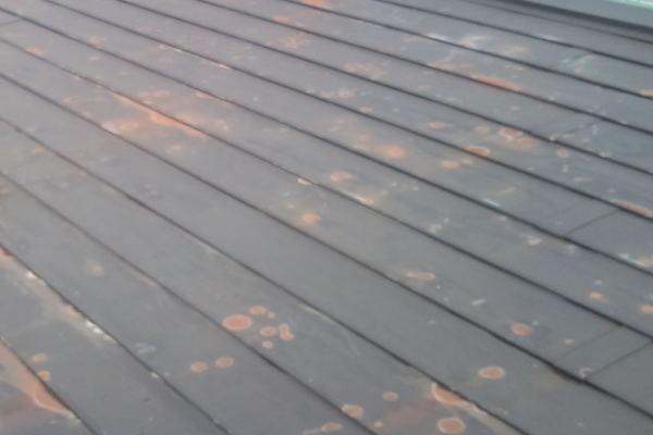 陽気屋本舗の屋根塗装サビイメージ